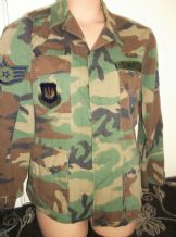 GENUINE CAMOUFLAGE JACKET US AIR FORCE LOTS BADGES INCL STATUE LIBERTE SMALL REG